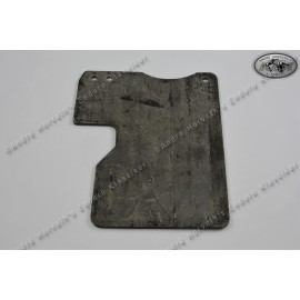 rubber mud flap for models 1972-1975, under fibreglass airfilter box